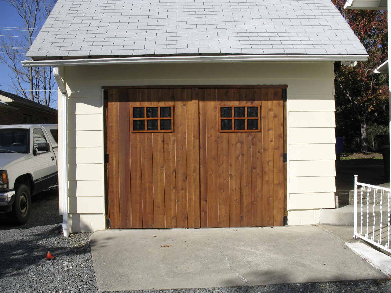 10 12 Garages : Garage carriage doors